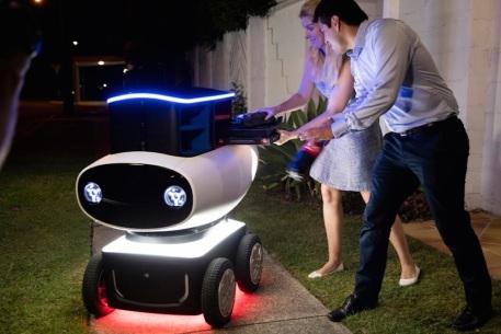 Robot Delivering food