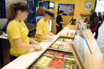 PEO STU MIS SK WDS06G0910X TEEN WORKING AT FAST FOOD RESTAURANT SASKATOON 09/23 © WAYNE SHIELS ALL RIGHTS RESERVED ACTIVITIES;AUTUMN;EMPLOYMENT;FAST_FOOD;FEMALE;FOOD;HATS;INDOORS;OCCUPATIONS;PEOPLE;PLAINS;PRAIRIES;RESTAURANTS;SASKATCHEWAN;SASKATOON;SK_;STUDENTS;TEENS LONE PINE PHOTO (306) 683-0889