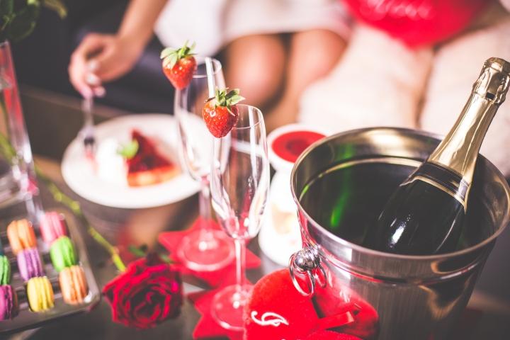 romantic-valentines-day-evening-with-love-picjumbo-com