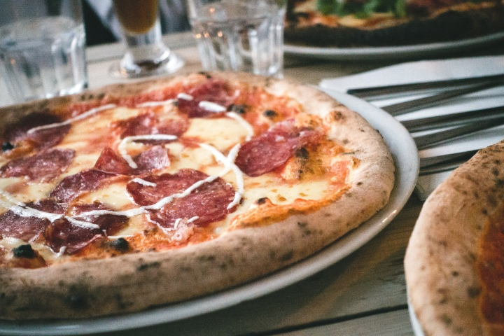 foodiesfeed-com_italian-pizza-salami